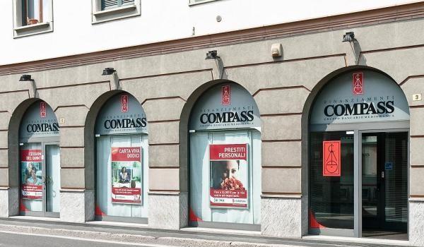 Sicilia: Compass cerca Neolaureati