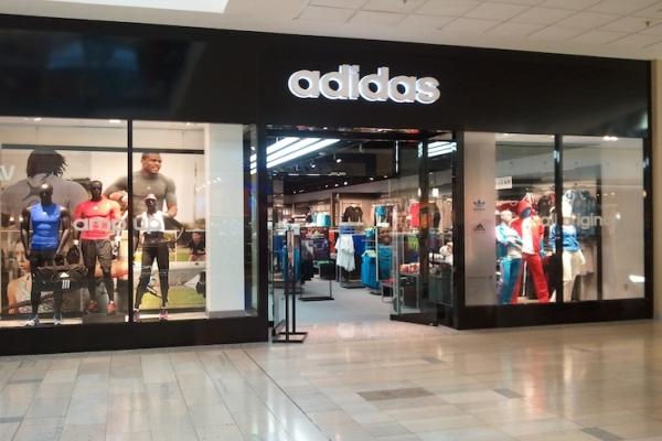 Molfetta, posti nello store Adidas