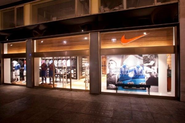 Nike store, commessi a Catania