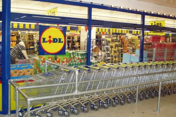 Al lavoro nei supermercati in Calabria