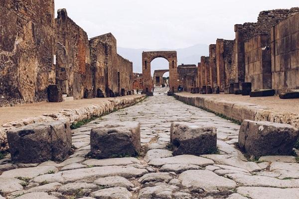 Lavoro Napoli, 7 posti fissi a Pompei